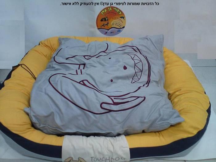 """מיטה כחול צהוב לארג' 75 ס""""מ טאצ'דוג"""