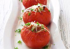 עגבניות ממולאות בגבינה ועשבי תיבול (ללא גלוטן)