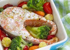 פילה דג סלמון עם ירקות מאודים (ספורטאים)