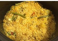 אורז עם ירקות בנגיעת פרגית