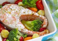 פילה דג סלמון עם ירקות מאודים
