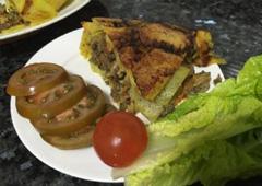 עוגת תפוא במילוי בשר טחון, ירקות ורצועות חזה עוף