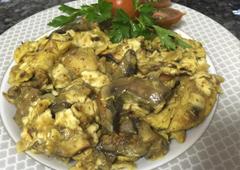 תבשיל רצועות חזה עוף בצל פטריות ומצות שבורות