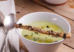 מרק ירוק עם חלב קוקוס
