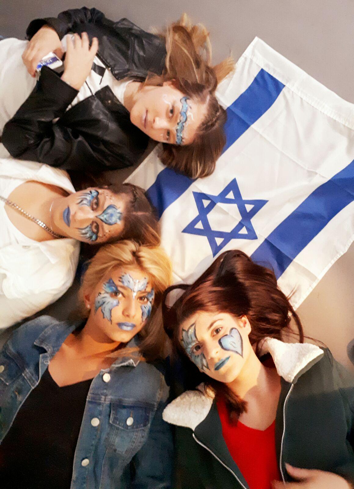 איפור של דגל ישראלי מגמת עיצוב שיער וממגת צילום