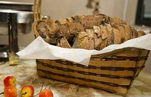 לחם פרוס בסלסלה