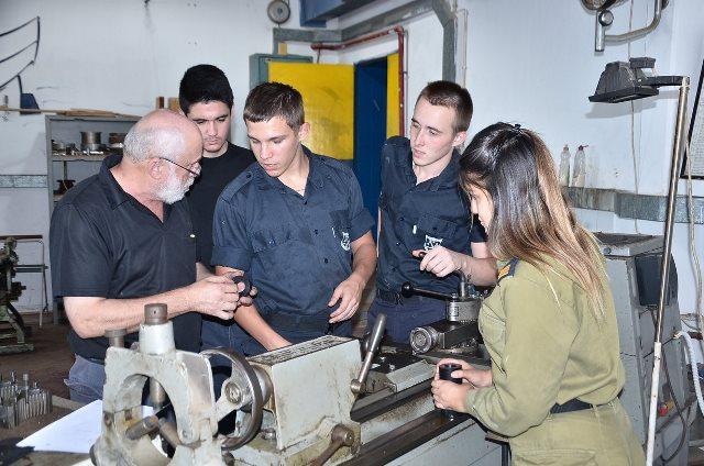 קציני ים עכו - מגמת מערכות הנדסה ימיות