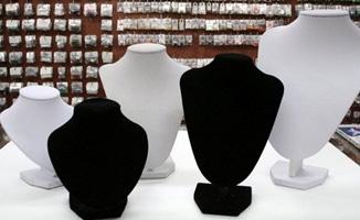 מתקני תצוגת תכשיטים