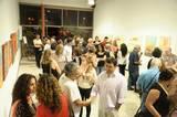 קהל רב של משפחה, חברים, עמיתים לעבודה , קולגות ואורחים שהגיעו לערב הפתיחה