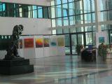 ציוריי האקספרסיביים בחלל המדהים של מרכז בק