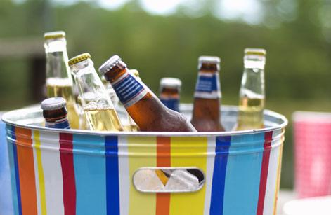 משקאות חופשי-מסיבה על יאכטה