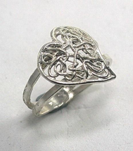 טבעת לב מסולסל