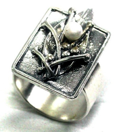 טבעת הפנינה בעלה
