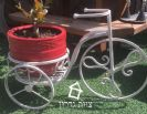 מעמד לעציצים דמוי אופניים צבע לבן