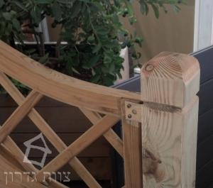 חיבור עמוד גדר מעוצב מעץ - צות גדרון
