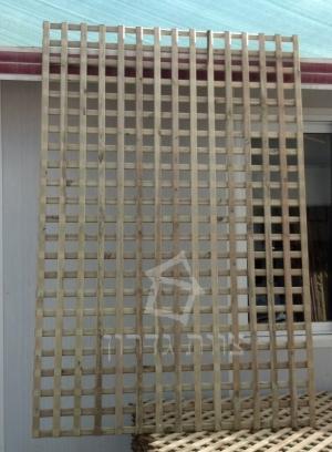 רשת עץ לגינה לצמחים - צוות גדרון