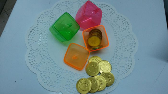 מתנה על כל קניה! סביבונים לחנוכה עם מטבעות שוקולד