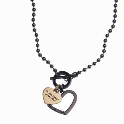 שרשרת סאשה שחור קצרה תליון שחור לב חלול ותליון לב זהב