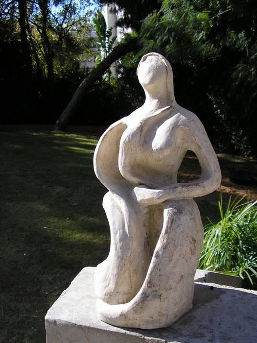 אישה - נעמי ברקוביץ - פסלת