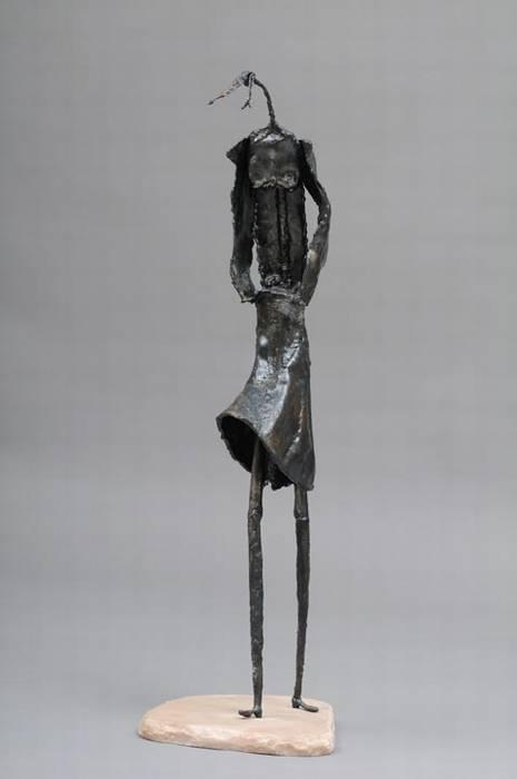 נערה ברוח - צבי זגגי - פסל