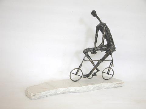 אופניים - צבי זגגי - פסל