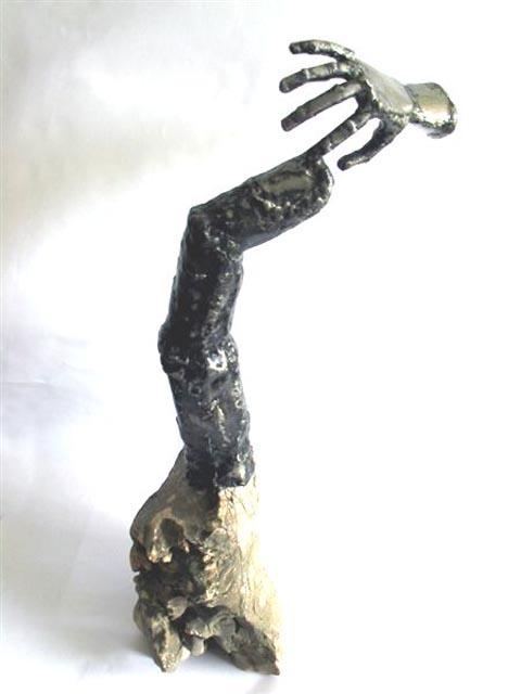 אצבע גדולה, יד קטנה - צבי זגגי - פסל