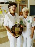 מנצחת תחרות יחידות 2011 בברלי פולטינסקי עם פט ברייטר, מקום שני Winner of ladies singles 2011 Beverley Polatinsky with R/U Pat Breiter
