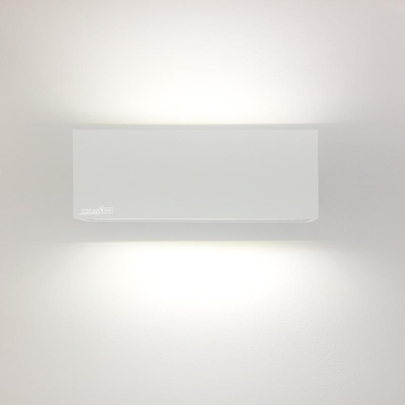תאורה מוגנת מים לכניסה לבית