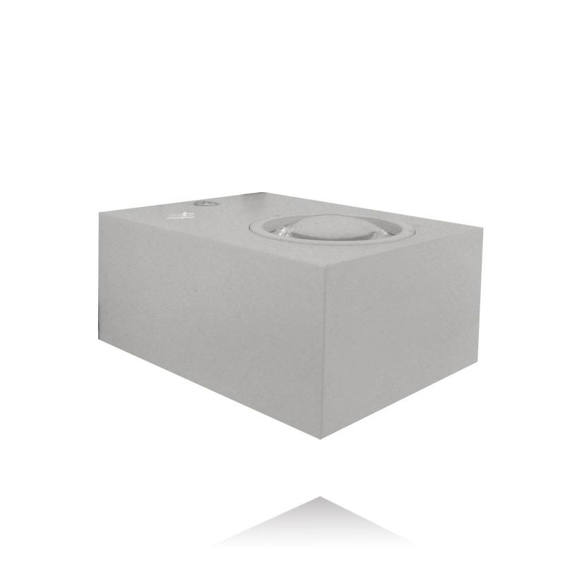 מנורת קיר דמוית תיבה בצבע לבן